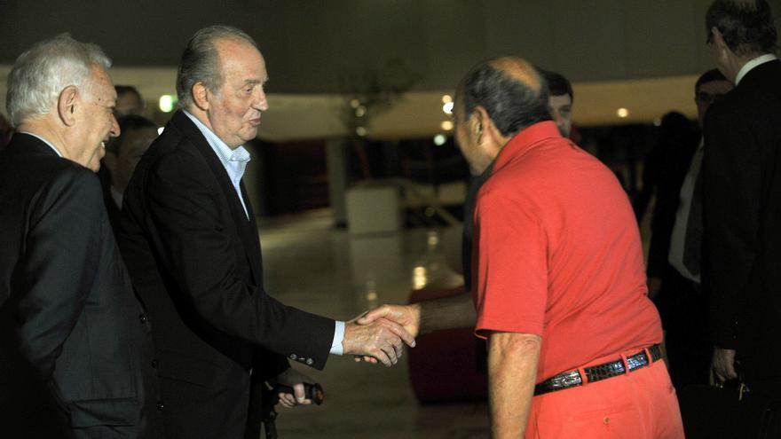 Emilio Botíon saluda al rey Juan Carlos y al ministro de Exteriores, José Manuel García Margallo, en un viaje en Brasilia en junio de 2012. EFE/Fernando Bizerra