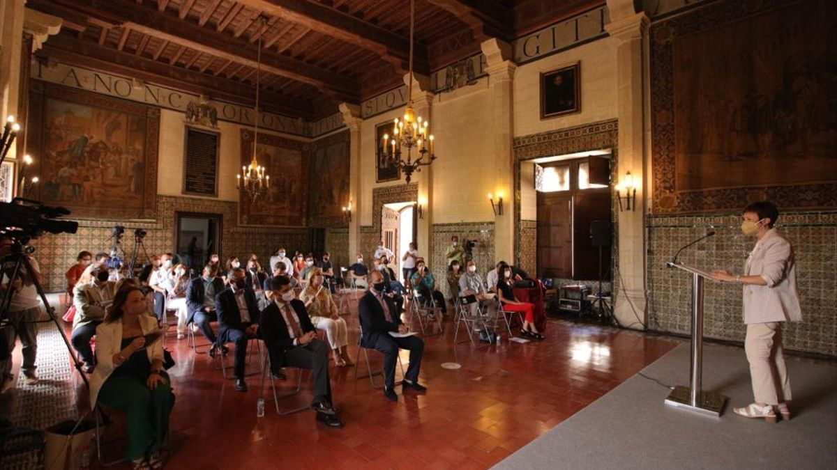La rectora de la Universitat de València, Mavi Mestre, durante la apertura de la 38 edición de la Universitat d'Estiu de Gandia.