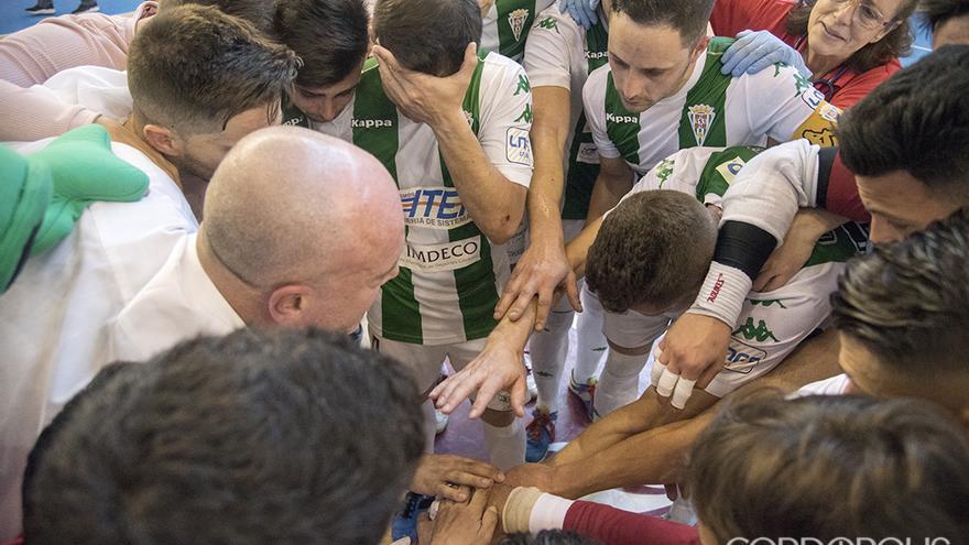 Jugadores y técnicos en el último partido de la pasada temporada en Vista Alegre | TONI BLANCO