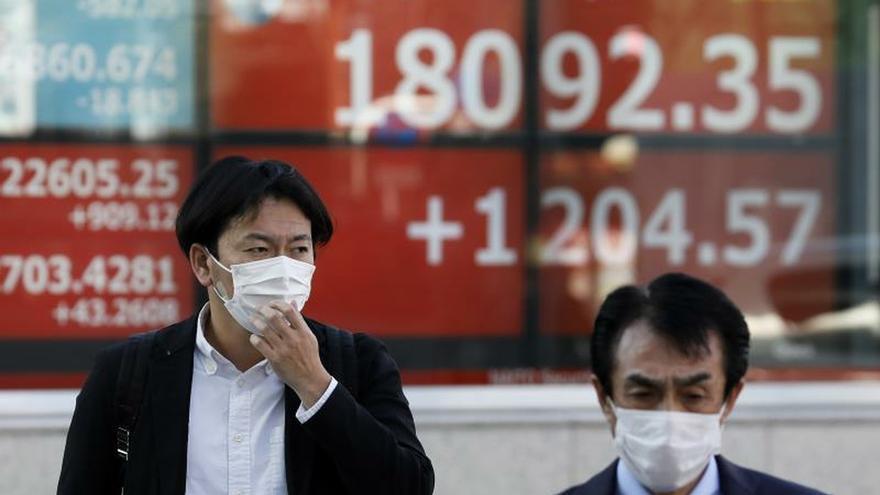 La Bolsa de Tokio termina plana otra semana de sobresaltos por el coronavirus.