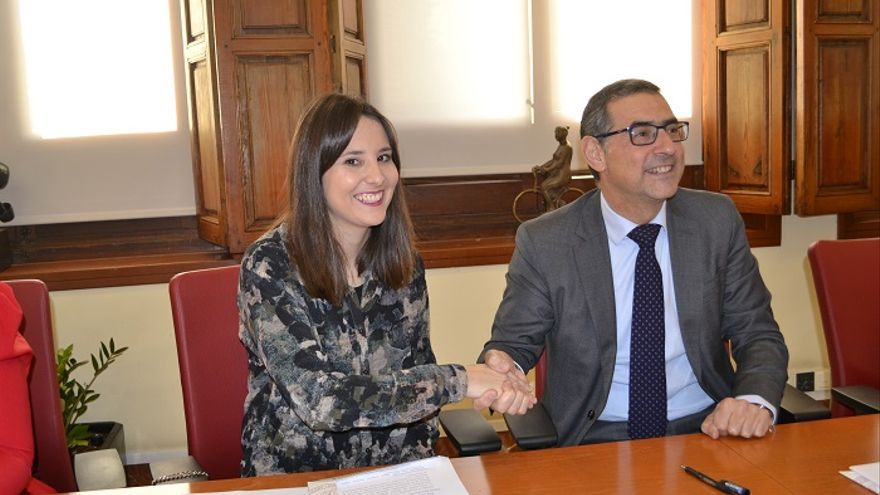 La UM firma un convenio de voluntariado con Auxilia para colaborar en la integración de personas con discapacidad física