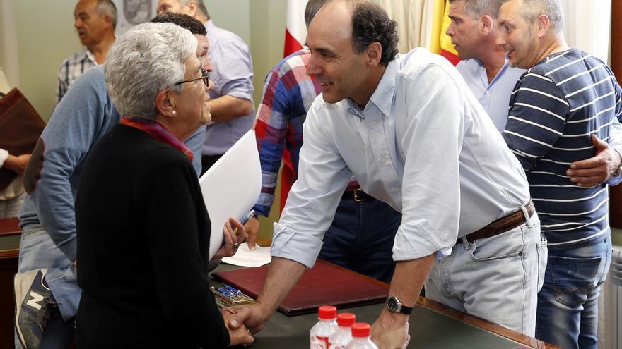 97 afectados por derribos de Argoños firman el convenio de responsabilidad patrimonial