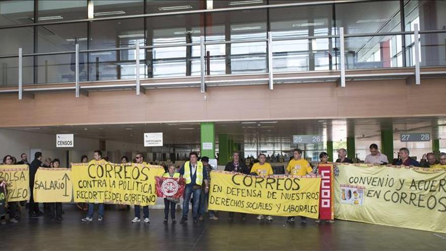 Los sindicatos de Correos reanudan mañana los paros parciales