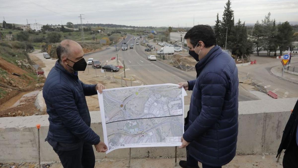 El alcalde en una visita a las obras de la Ronda Norte.