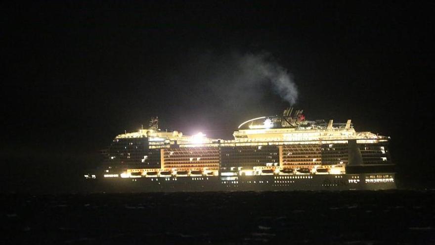 Crucero sigue frente a isla mexicana Cozumel esperando permiso de desembarque