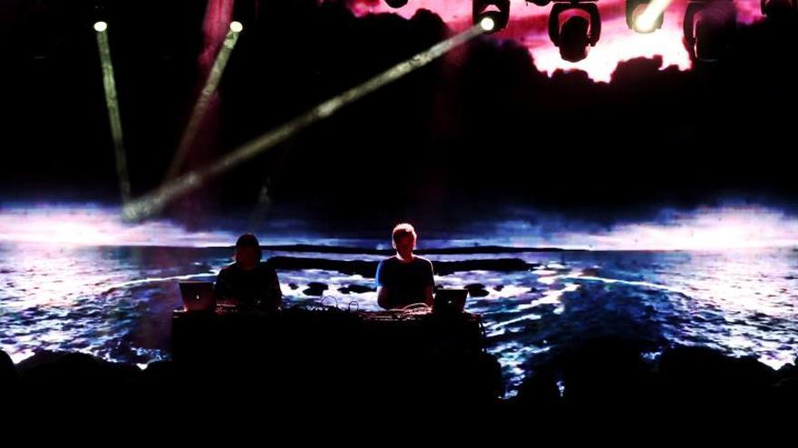 Ólafur Arnalds hipnotiza a Madrid con sus dos pianos automatizados