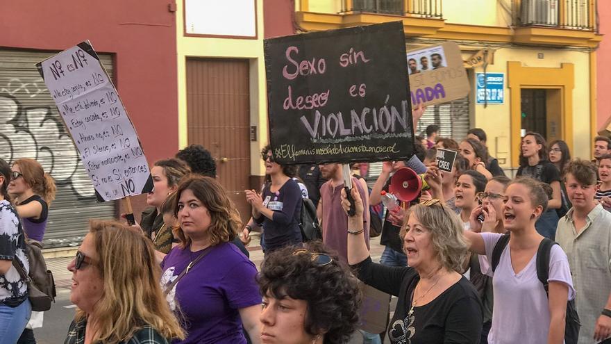 """Moción de IU al pleno para declarar """"non gratos"""" a los condenados de La Manada y rechazar la sentencia"""