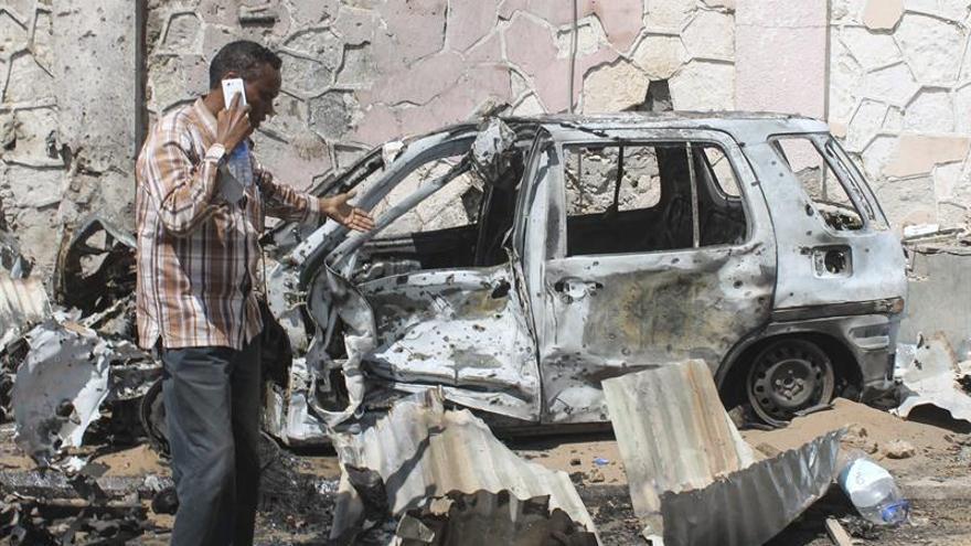 Trece muertos en un atentado de Al Shabab cerca del aeropuerto en la capital somalí