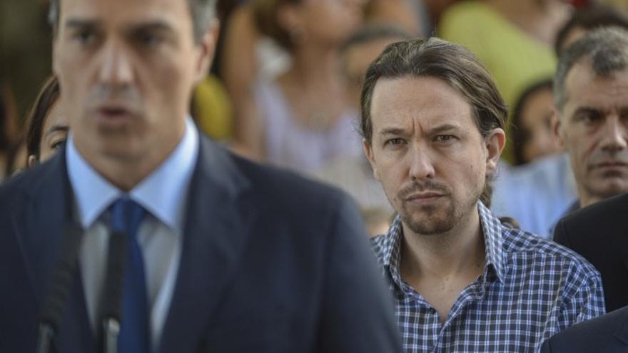 Pedro Sánchez y Pablo Iglesias durante un acto en 2016.