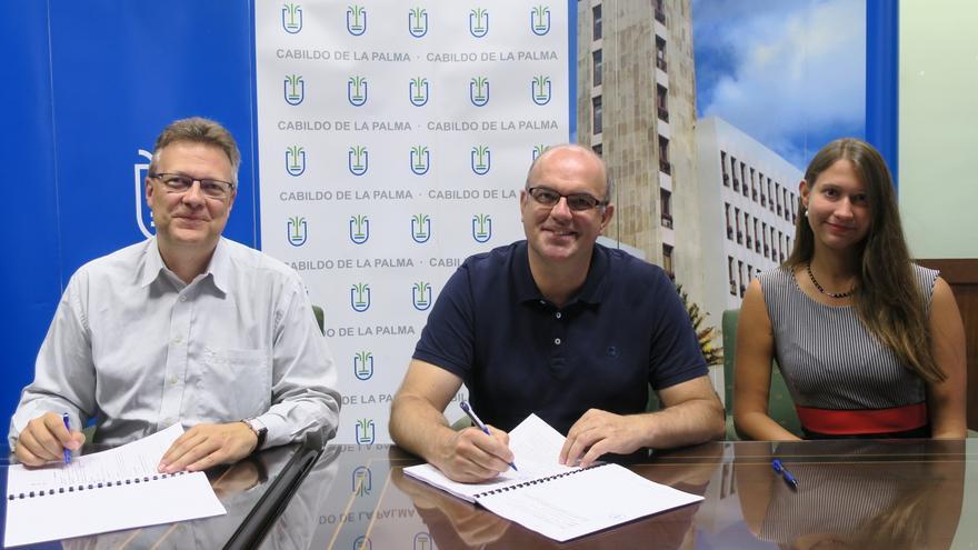 Firma del acuerdo de colaboración del Cabildo con la empresa de comunicación, marketing y relaciones públicas, Lieb Management.