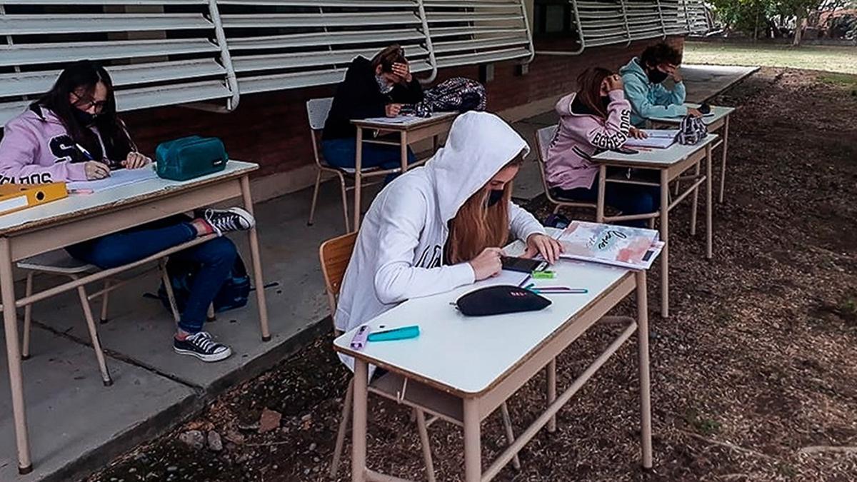 El Gobierno porteño definió que todos los alumnos de secundaria vuelvan a las aulas y analiza dos alternativas para el lunes