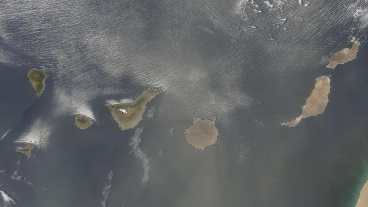 Capa de calima sobre Canarias este martes, en una imagen del satélite Modis