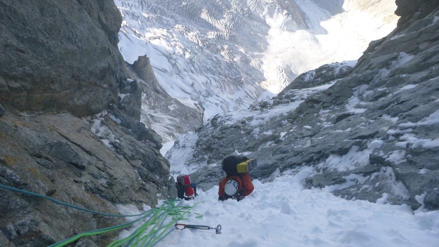 Bru y Marc recuperando uno de los largos de hielo justo antes de los últimos largos difíciles.