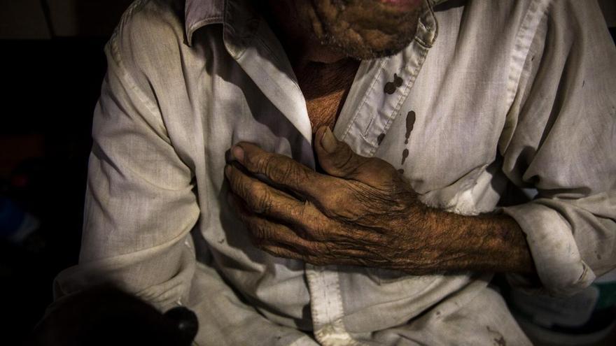 """'The House That Bleeds', serie ganadora del segundo premio en la categoría 'Proyectos a largo plazo'. En todo México, más de 37.000 personas han sido catalogadas como """"desaparecidas"""" según fuentes oficiales. La imagen es de un familiar que llora la pérdida del fotógrafo Digno Cruz"""