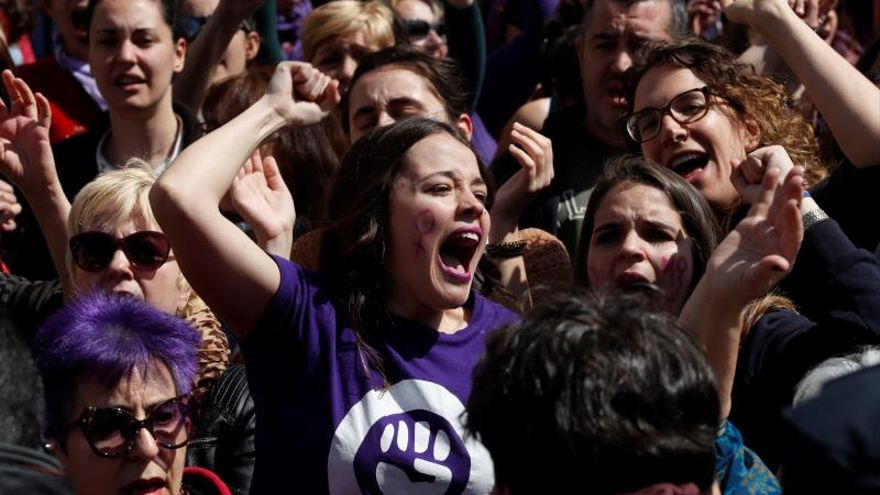 Feministas llevan a los actos del Dos de Mayo su protesta por La Manada