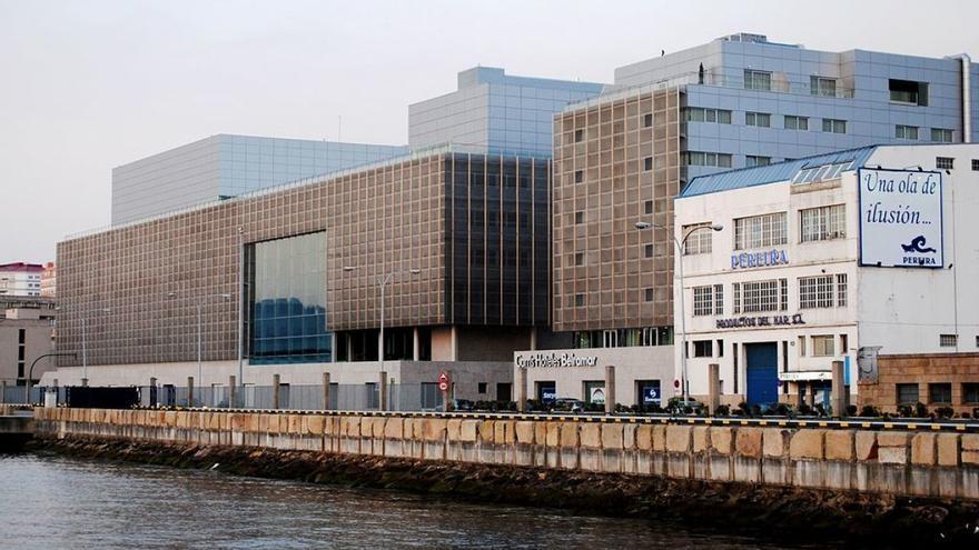 Auditorio de Vigo, en primera línea del puerto pesquero de la ciudad