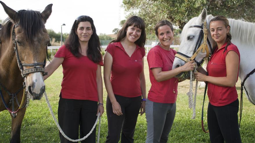 La Herradura lleva desde 2007 realizando terapias escuestres con personas con necesidades especiales.
