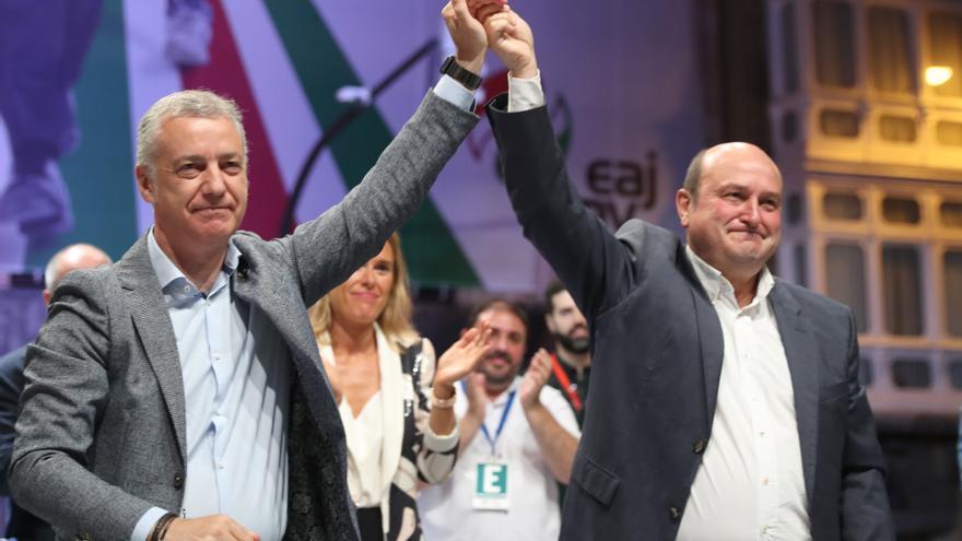 """Urkullu y Ortuzar celebran su tercera victoria consecutiva en unas autonómicas vascas: """"La sociedad vasca ha hablado"""""""