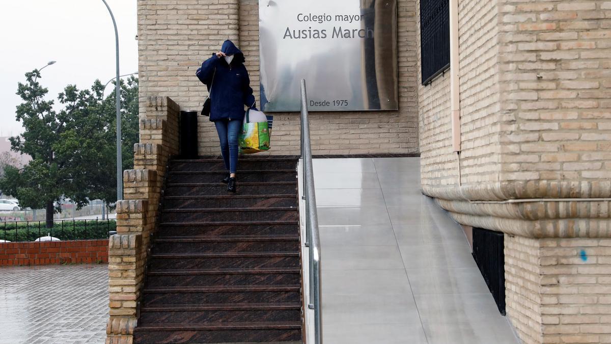 Colegio mayor Ausiàs March de València, donde se ha detectado un gran brote de contagios. EFE/Ana Escobar