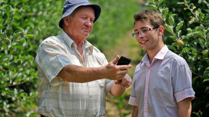 La tecnología ayuda a los agricultores. Foto por UNDP in Europe in Central Asia.