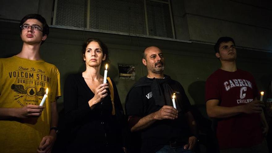 Familiares de los cinco argentinos muertos en Nueva York les recuerdan con velas