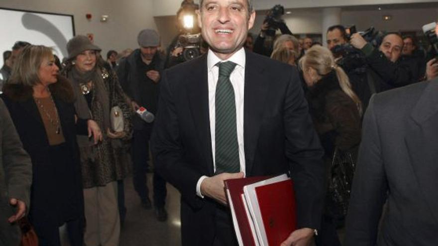 L'expresident de la Generalitat, Francisco Camps, abans de llegir la tesi doctoral