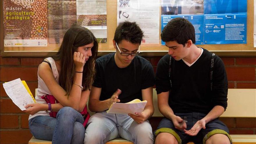 Muchos universitarios españoles han sufrido un gran aumento de las tasas de matrícula. / EFE