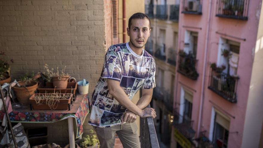 César, un vecino de la calle San Ana, en Lavapiés