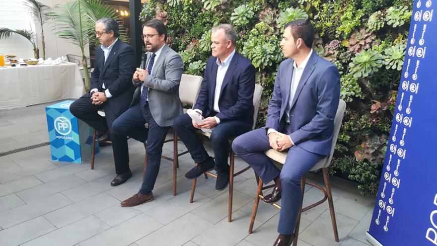 Antonio Alarcó, Asier Antona, Manuel Gómez y Manuel Domínguez, en el acto de este jueves en La Laguna
