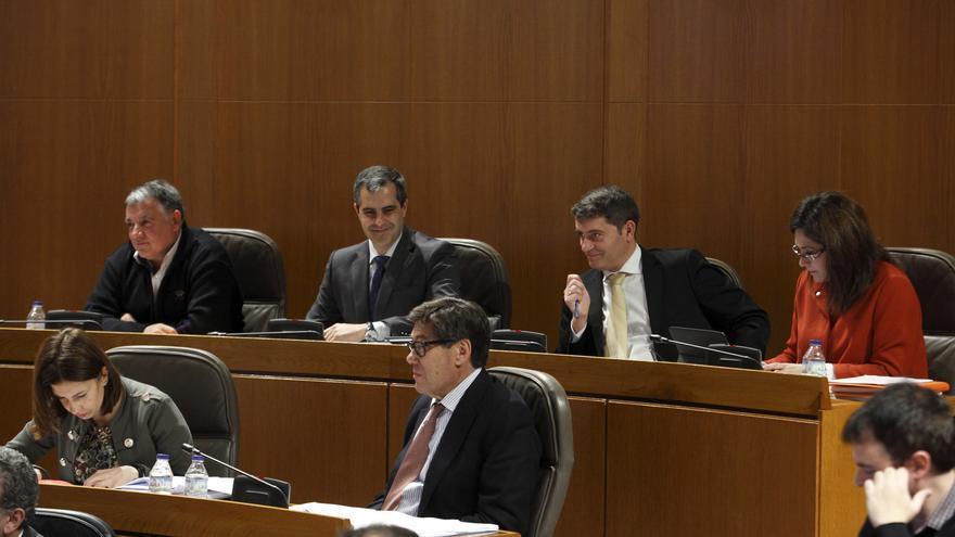 En la fila superior, los diputados de Ciudadanos en las Cortes de Aragón.
