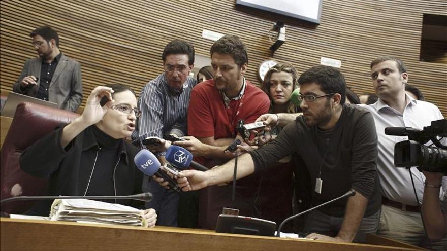 Suspenden el pleno de Les Corts tras la expulsión de una diputada de Compromís