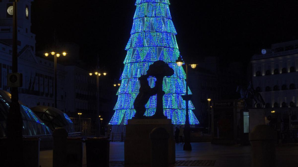 Luces de Navidad en la Puerta del Sol de Madrid durante la Navidad de 2020