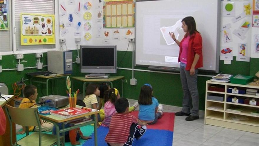 El PP en Aragón cerró 30 aulas rurales con menos de seis alumnos.