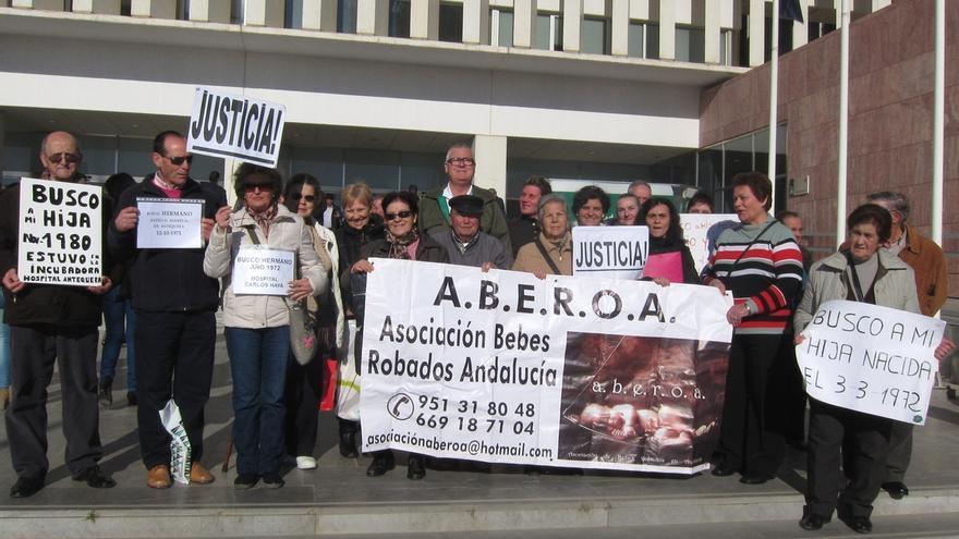 PSOE-A, Podemos, C's e IU firman una propuesta de declaración institucional de apoyo a las víctimas de bebés robados