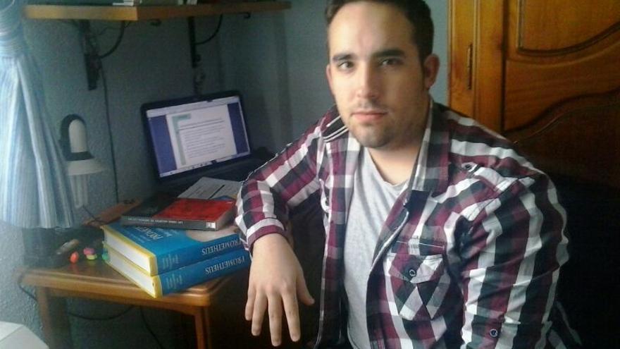 Raúl Gutiérrez, estudiante de Medicina, ha recibido menos cuantía en la beca de este año