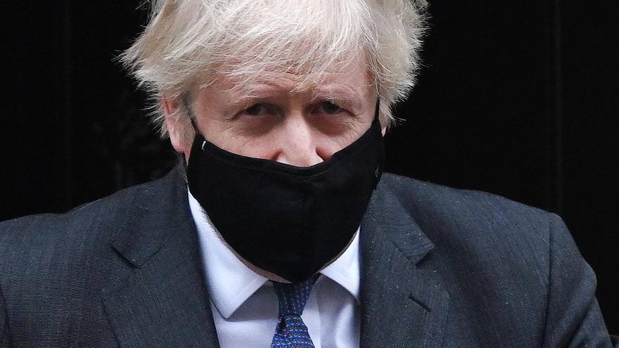 """Reino Unido reconoce que """"no hay certeza"""" sobre la mayor mortalidad de la cepa británica"""