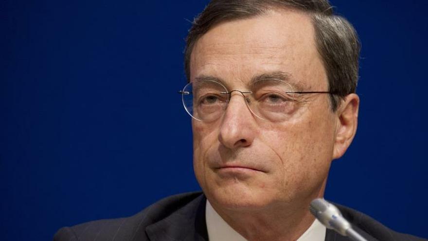 El BCE baja la tasa a los depósitos bancarios en 10 puntos, hasta el -0,50 %