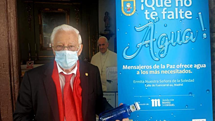El padre Ángel, en la presentación de la campaña de reparto de agua