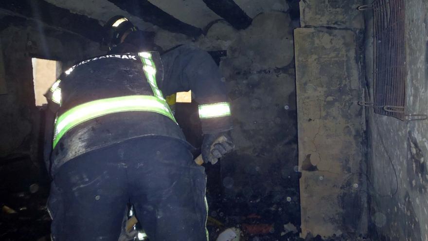 Un incendio, en el que no ha habido heridos, causa daños de consideración en una vivienda en Fitero