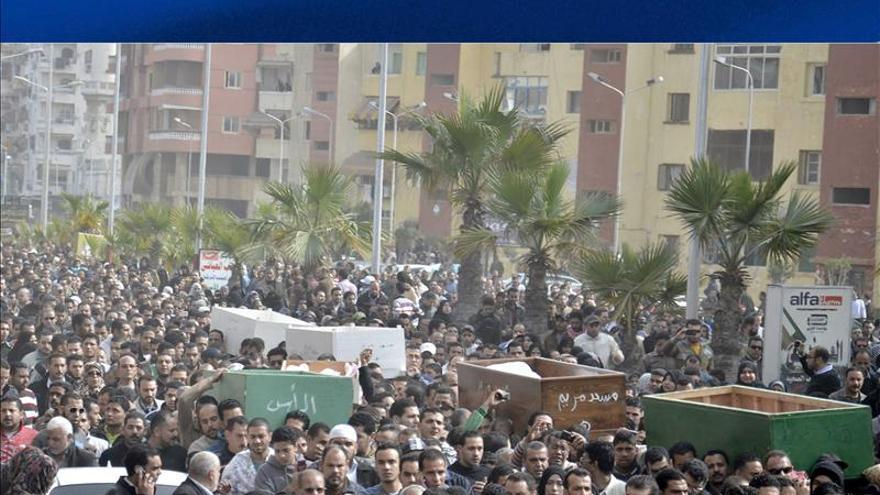 Nuevos disturbios en El Cairo y durante los funerales de Port Said
