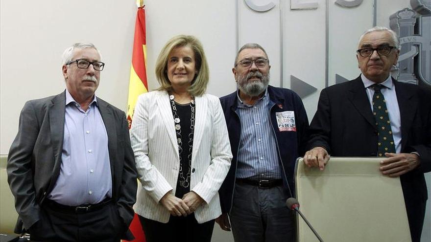Báñez dice que juntas, Cataluña y España, son referente en la creación de empleo