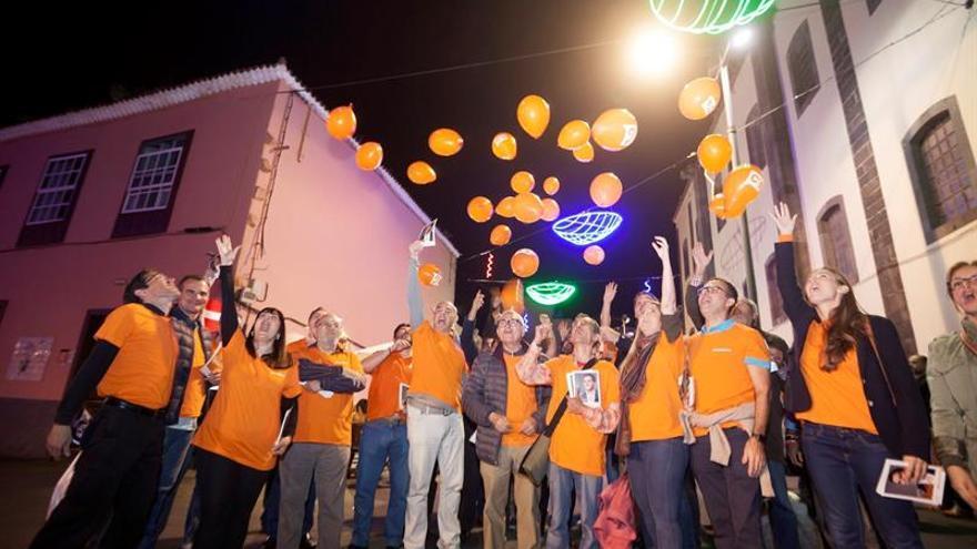 Simpatizantes de Ciudadanos durante el acto de cierre de campaña. EFE/Ramón de la Rocha