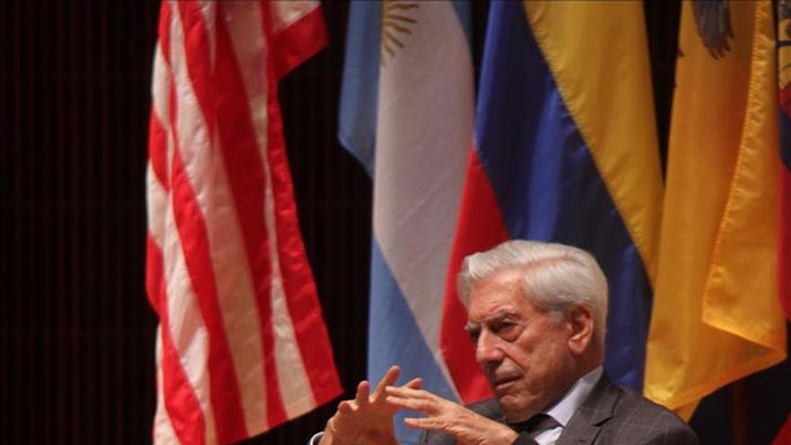 Mario Vargas Llosa ha pedido el divorcio a su esposa