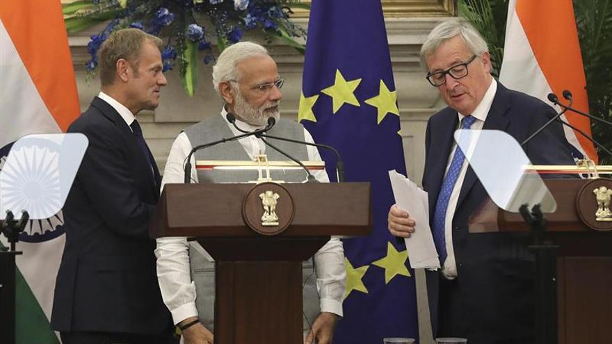 """Juncker cree que """"es el momento"""" para un acuerdo comercial entre India y la UE"""