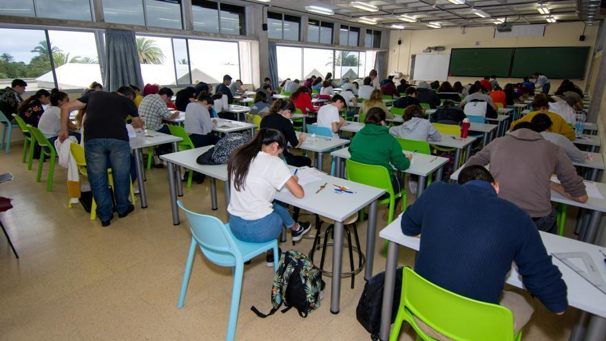Estudiantes realizando la EBAU en la ULPGC.