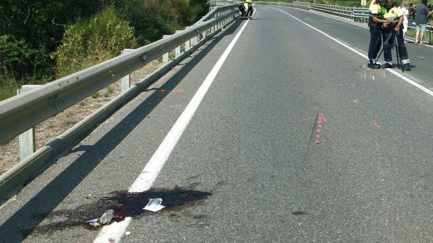 Homenajean a los dos ciclistas atropellados en Tarragona y piden endurecer las penas