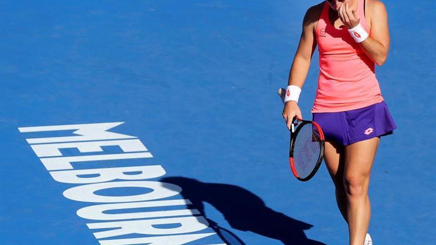 La española Carla Suárez ante la rumana Sorana Cirstea en su partido de segunda ronda del Abierto de tenis de Australia en Melbourne. EFE/MARK R. CRISTINO