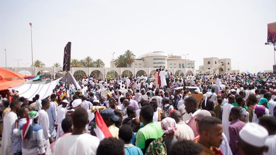 La junta militar de Sudán convoca a todos los líderes políticos a una reunión