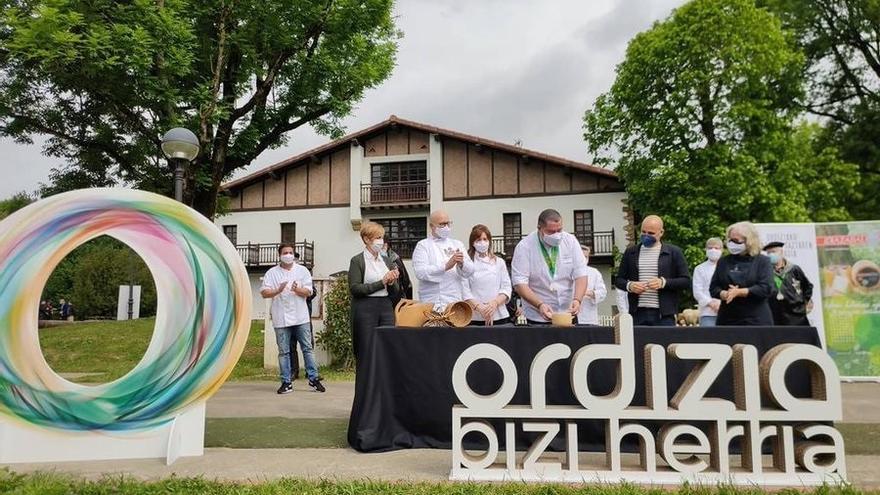 Corte del nuevo queso Idiazabal 2021 en Ordizia