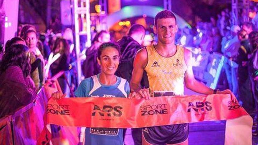Aroa Merino y Francisco Cabrera, vencedores de la Neon Run Spain by SportZone  en la modalidad de 10 kilómetros.